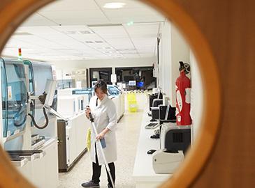 nettoyage-laboratoire-d-analyse